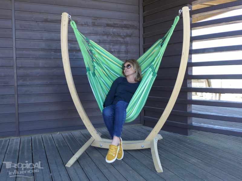 Chaise hamac vert avec support bois