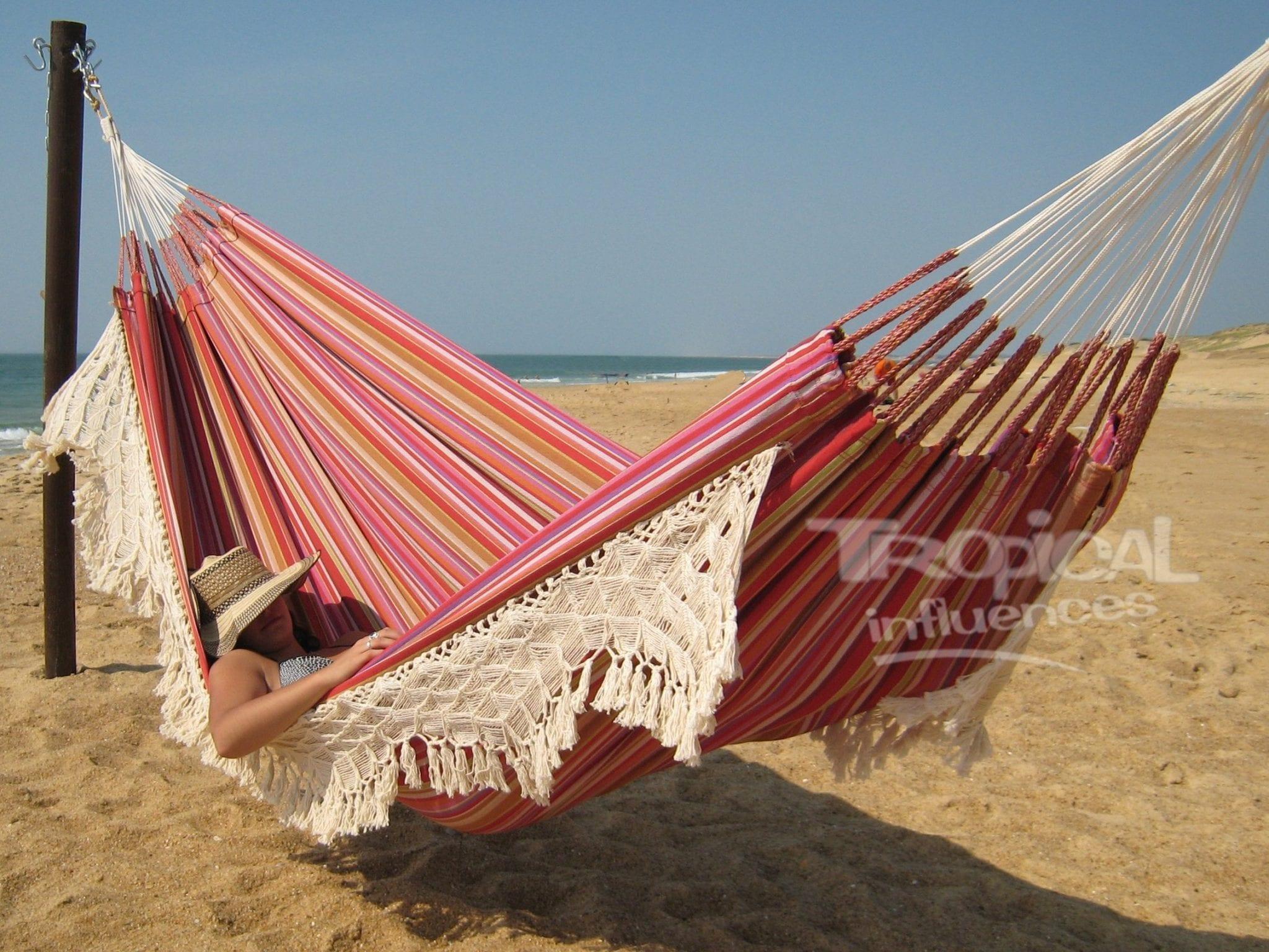le hamac un lit de nos jours tropical hamac. Black Bedroom Furniture Sets. Home Design Ideas